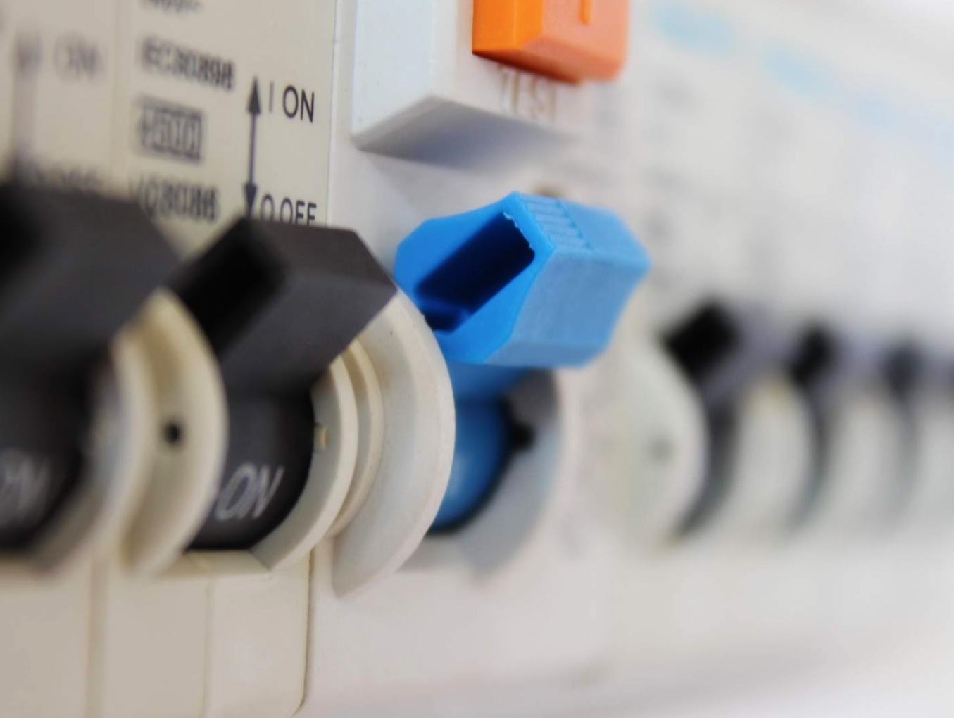 Safety Switch vs Circuit Breaker. Do you know the difference?